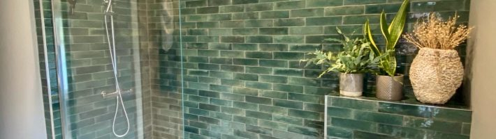 Hoxton bottle green gloss tiles Motif white star